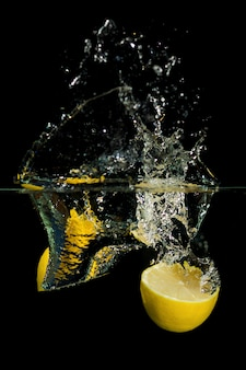 Limone in acqua
