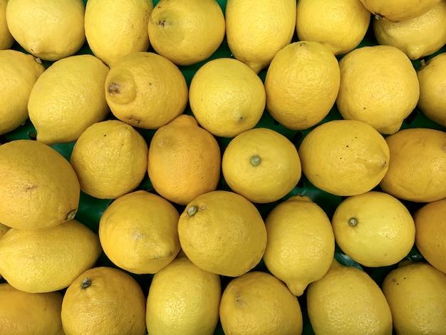Limoni freschi