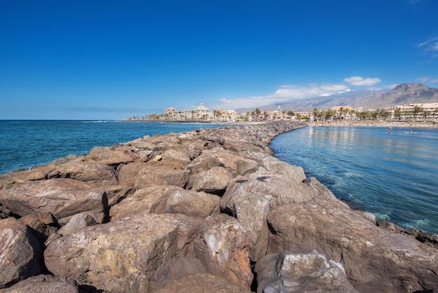 Linea costiera di las americas in adeje, tenerife, località turistiche della spagna, nella zona del sud di tenerife