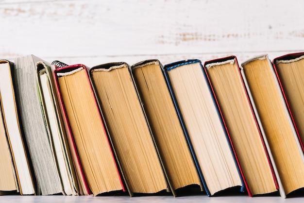 Linea del libro di vista frontale