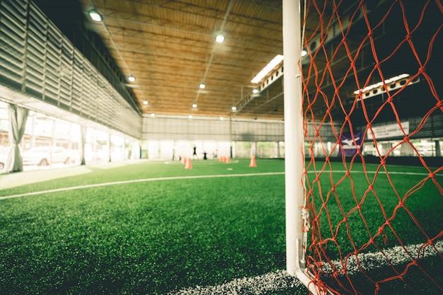 Linea di fondo di un campo di allenamento calcistico indoor