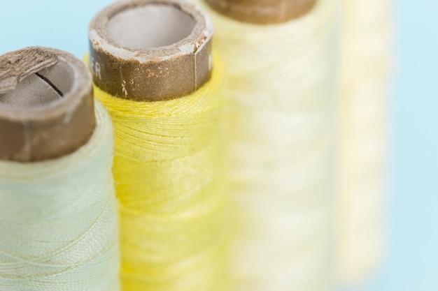 Linea di reali filo giallo