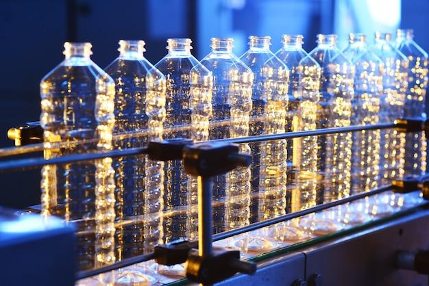 Linea di trasporto per la produzione di bottiglie di plastica