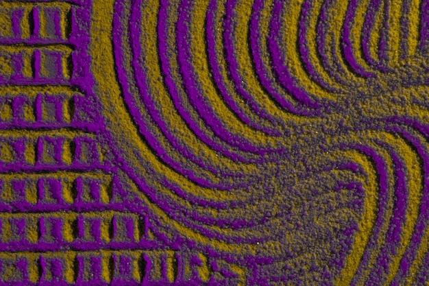 Linee e quadrati a caso sulla sabbia