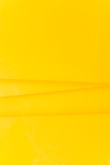 Linee su sfondo di carta gialla
