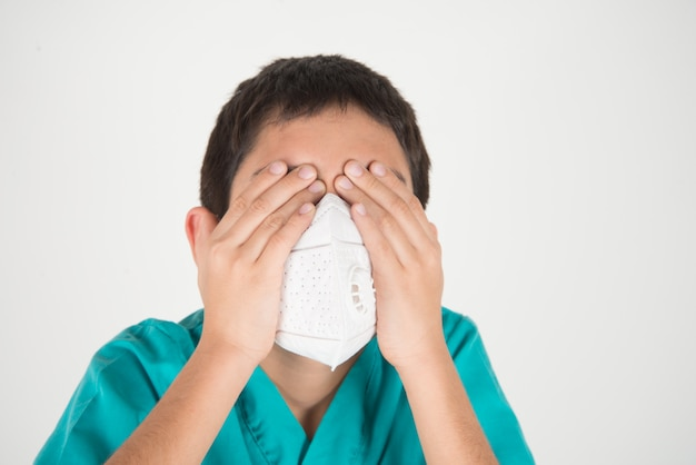 Livelli pericolosi di cattiva qualità dell'aria per bambino si ammalano, maschera per maschere proteggere dalla polvere pm 2.5