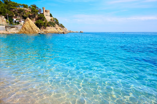 Lloret de mar castell plaja sulla spiaggia di sa caleta