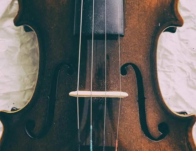 Lo sfondo di disegno di arte astratta del violino mezza facciata frontale