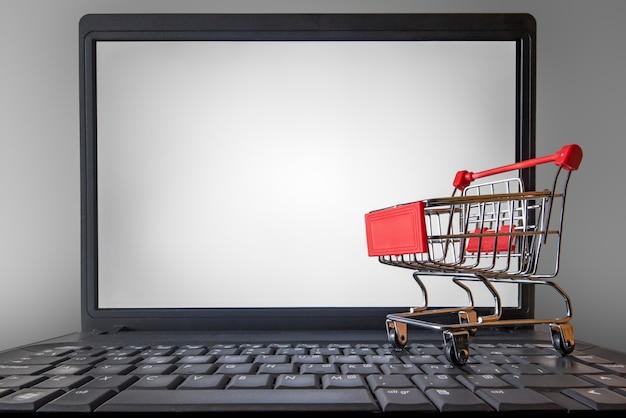 Lo shopping online è aumentato a causa del confinamento