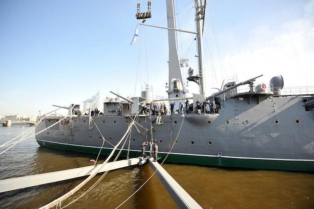 Lo smantellamento dell'incrociatore rivoluzionario aurora, san pietroburgo, russia