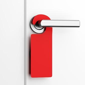 Lo spazio in bianco rosso non disturba l'etichetta sulla porta
