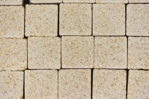 Lo zucchero cuba la priorità bassa / fine in su di zucchero bruno in scatola