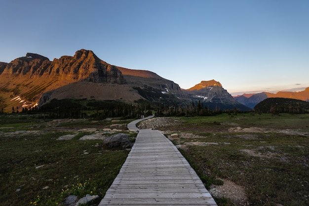 Logan pass trail sunset al glacier national park