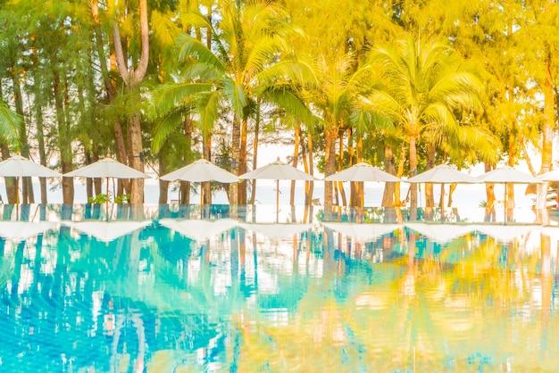 Lounge piscina natura cielo rilassarsi
