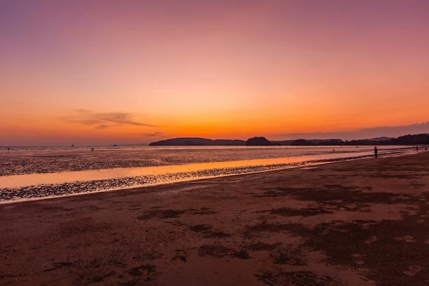 Luce crepuscolare di nopparat thara beach