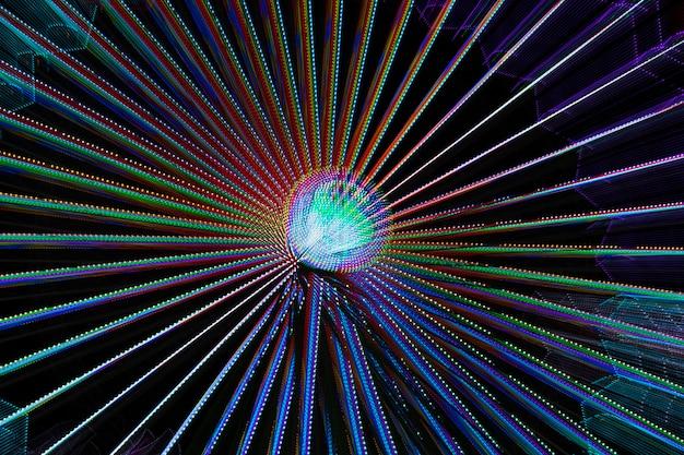Luci al neon da una ruota delle meraviglie e una lampadina
