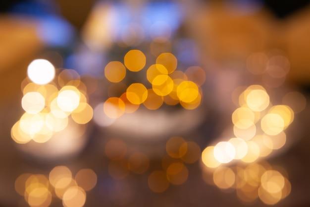 Luci del bokeh sfocato, luci festive e atmosfera natalizia