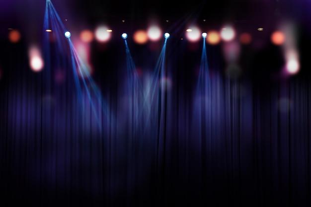 Luci sfocate sul palco, immagine astratta di illuminazione da concerto
