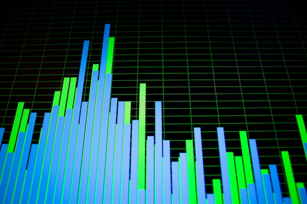 Luminose forme d'onda colorate e spectogrammi sullo schermo del computer