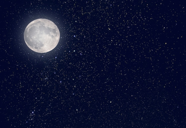 Luna notturna e cielo scuro con l'universo delle stelle come sfondo
