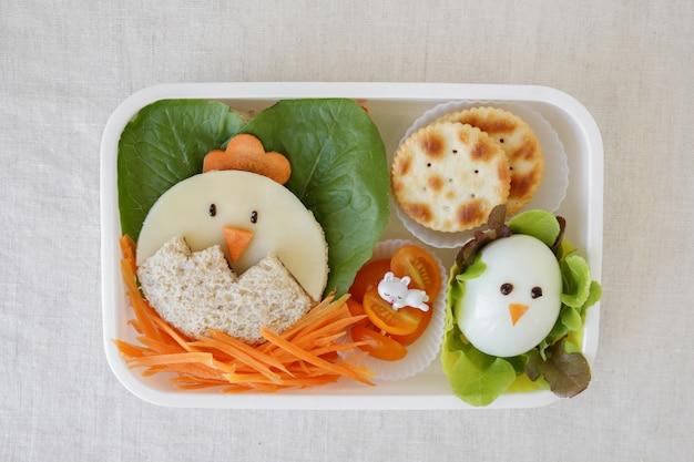 Lunch box per pulcino di pasqua, divertente arte culinaria per bambini