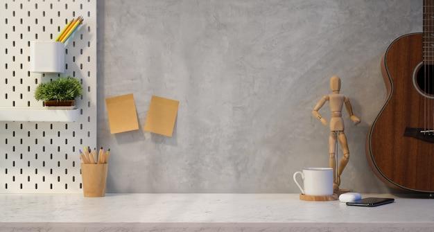 Luogo di lavoro alla moda del progettista con lo spazio della copia