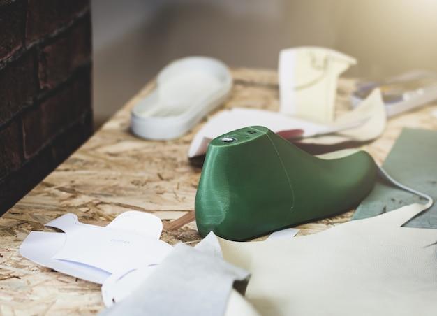 Luogo di lavoro del designer di scarpe.