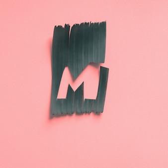M una lettera verde foglia tropicale alfabeto rosa