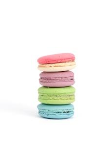 Macarons isolato su sfondo bianco
