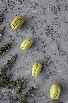 Macarons verdi fatti in casa visti dall'alto