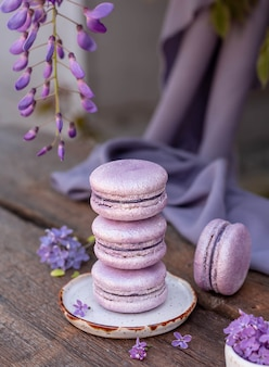 Macarons viola in fiori