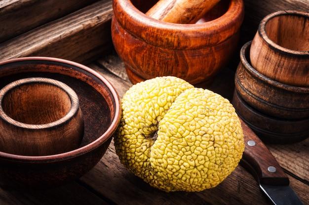 Maccheroni all'arancia maclura o alla mela