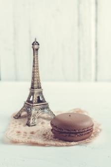 Maccheroni e torre eiffel francesi del cioccolato