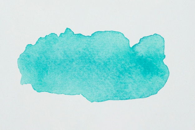 Macchia acquamarina di vernici su carta bianca