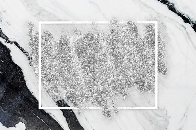 Macchia di glitter argento
