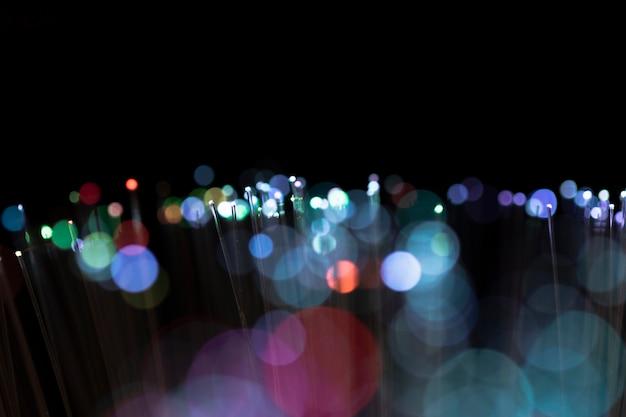 Macchie luminose sfocate su tonalità colorate