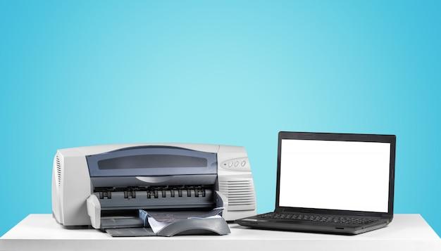 Macchina copiatrice stampante su uno sfondo colorato luminoso