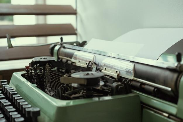 Macchina da scrivere antica. macchina da scrivere d'epoca