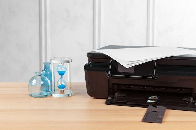 Macchina da stampa multifunzione pronta per la stampa, copia, scansione in ufficio