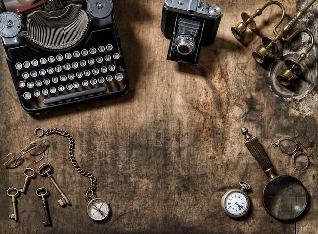 Macchina fotografica d'annata della foto degli oggetti d'annata della macchina da scrivere