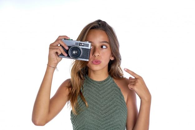 Macchina fotografica della foto dell'annata della ragazza teenager del brunette