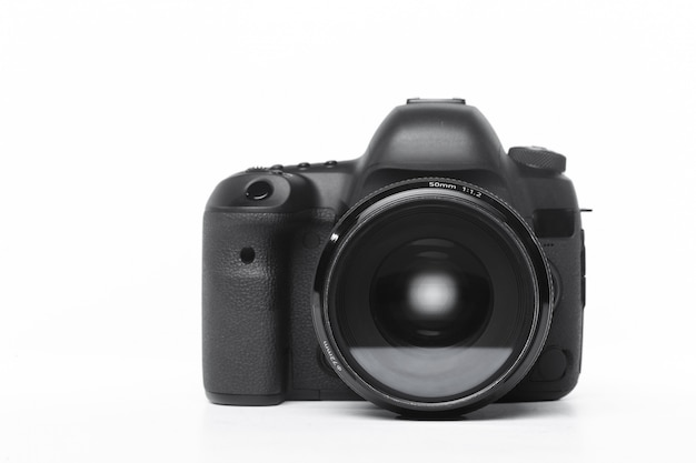 Macchina fotografica isolata su fondo bianco