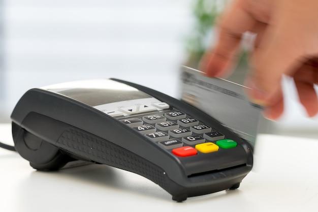 Macchina per carte di credito, pagamento per lo shopping online