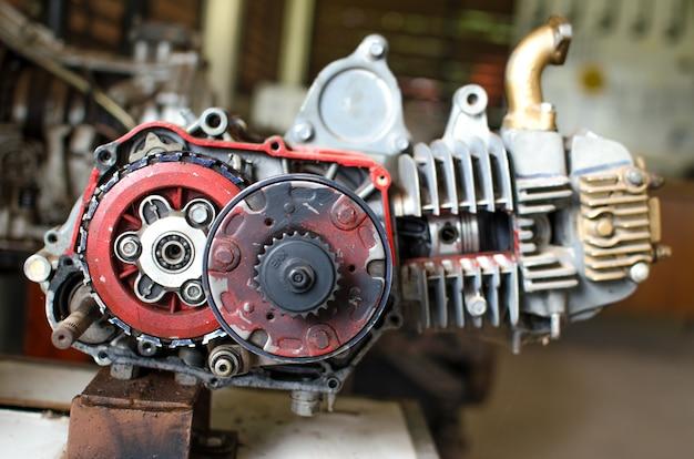 Macchinario delle ruote dentate, dettaglio alto di fine di un motore automobilistico sul display