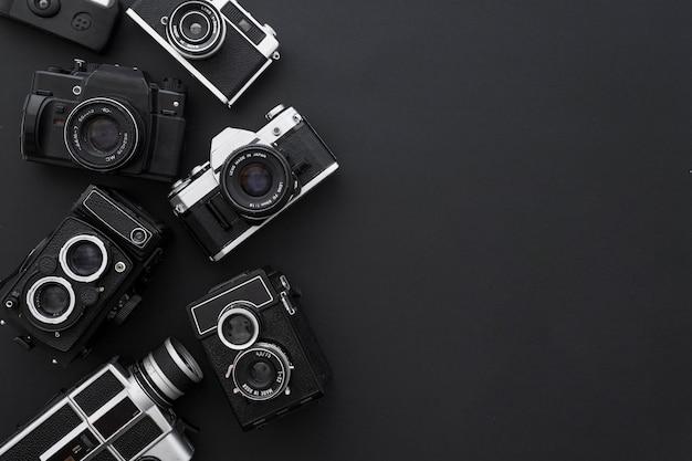 Macchine fotografiche su sfondo nero