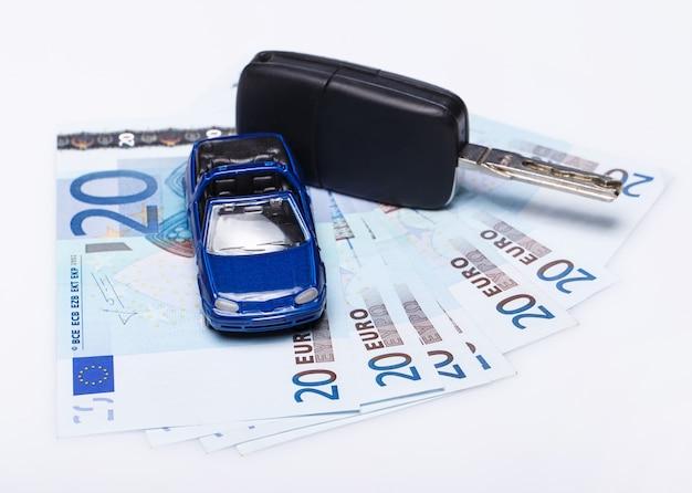 Macchinina e banconote in euro