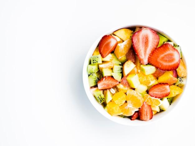 Macedonia di frutta in una ciotola