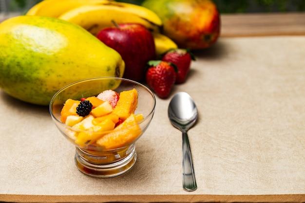 Macedonia di frutta sobria e nutriente
