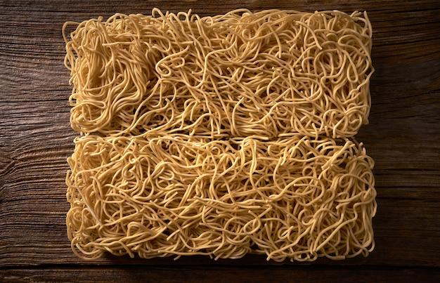 Macro asiatica della pasta delle tagliatelle del chow mein
