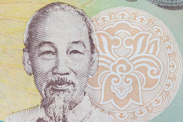Macro colpo del ritratto di ho chi minh dalla banconota vietnamita dei soldi.
